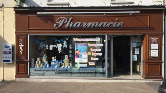 Vitrine de la Pharmacie du Marché